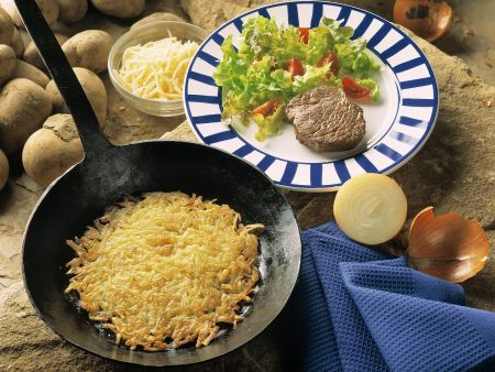 Hüftsteak mit Kartoffelrösti und Beilagensalat