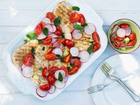 Hühnchenbrust mit Tomate und Radieschen