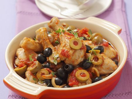 Hühnerkeulen in mediterraner Tomaten-Oliven-Sauce