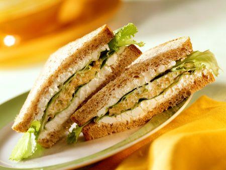 Hüttenkäse-Gemüsesandwich