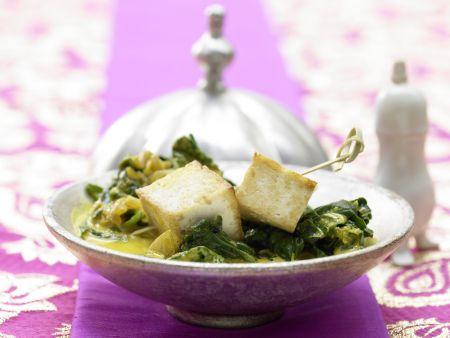 Indischer Käse auf Kokos-Spinat