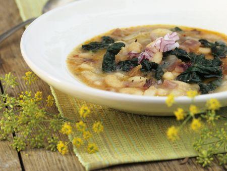 Italienische Bohnensuppe mit Schwarzkohl