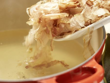 Japanische Algenbrühe: Zubereitungsschritt 2