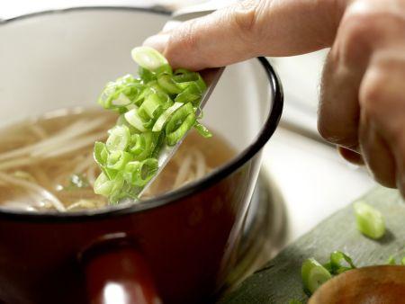 Japanische Nudelsuppe: Zubereitungsschritt 6