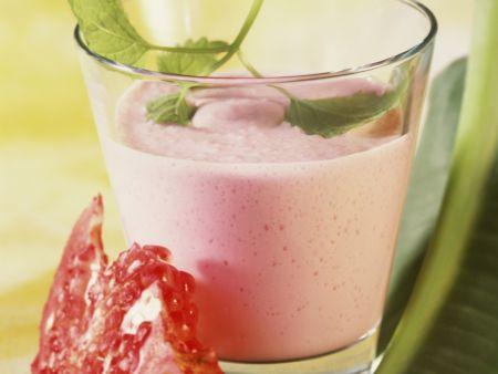 Joghurt-Birnen-Drink mit Granatapfel