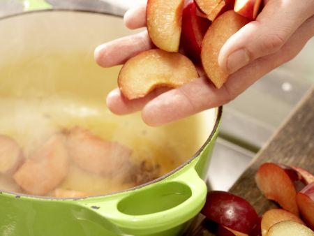 Joghurt-Pflaumen-Torte: Zubereitungsschritt 6