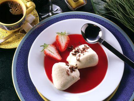 Joghurt-Vanille-Creme mit Erdbeersauce