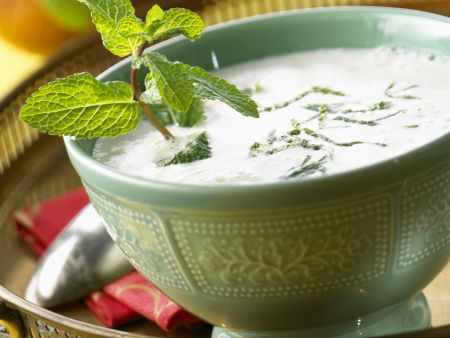 Joghurtkaltschale mit frischer Minze