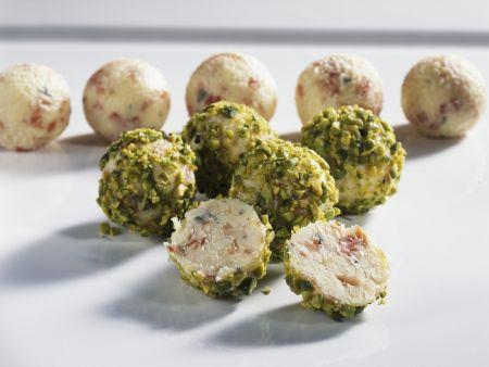 Käsebällchen mit Pistazien