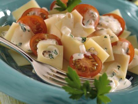 Rezept: Käsesalat mit Tomaten und Senfsoße