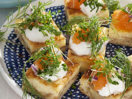 Rezept: Käseschnittchen mit saurer Sahne und Kaviar