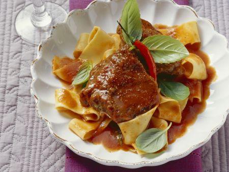 Kalbsbacken im Tomatensud geschmort