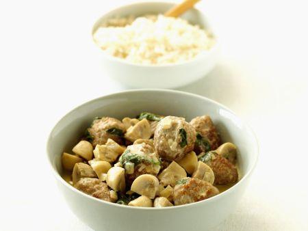 Kalbsgulasch mit Hackklößchen, Sahnesoße, Champignons und Reis