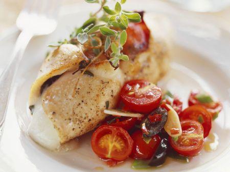 Kalbsschnitzel mit Mozzarellafüllung und Kirschtomaten