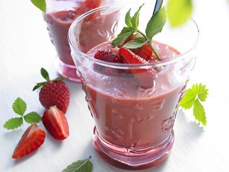 Kalte Erdbeer-Gurken-Suppe (Gazpacho)