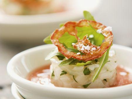 Kalte Pfirsich-Tomaten-Suppe mit Jakobsmuschel