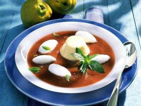 Kalte Quittensuppe mit Eischneenocken und Käsemousse