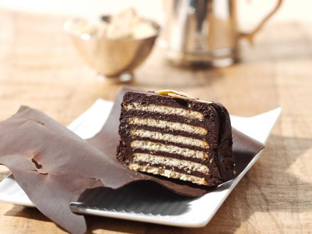 kalter hund keks schichtkuchen mit schokolade rezept eat smarter. Black Bedroom Furniture Sets. Home Design Ideas