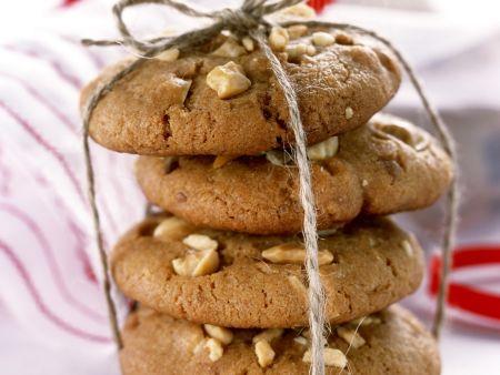 Karamell-Cookies mit Nussstückchen