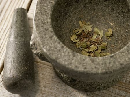 Kardamom-Minz-Tee: Zubereitungsschritt 1
