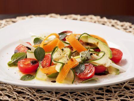 Rezept: Karotten-Avocado-Salat mit Cherrytomaten