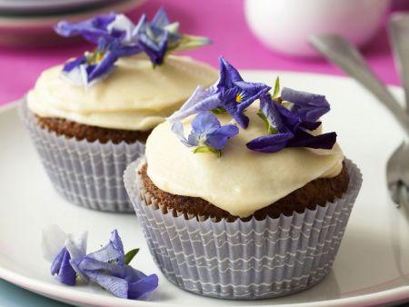Karotten-Cupcakes mit Blüten