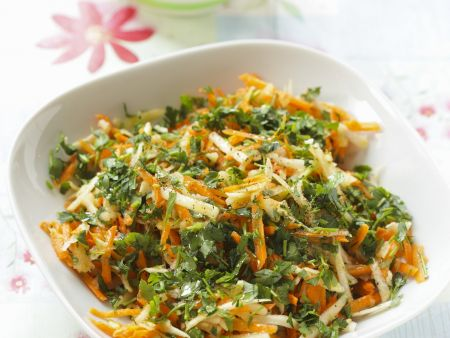 Karotten-Sellerie-Salat mit Petersilie