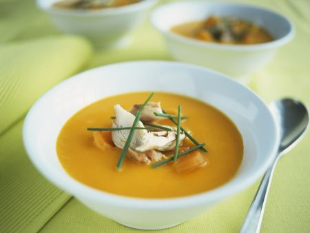 Karottencremesuppe mit Orange und Makrele