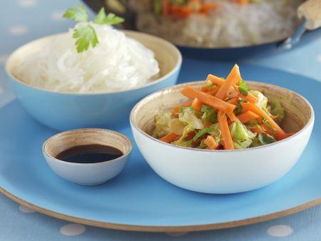 Karottengemüse aus dem Wok mit Glasnudeln