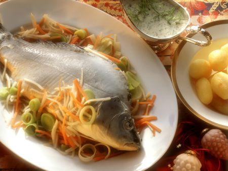 Rezept: Karpfen blau mit Karotten-Sellerie-Gemüse und Dillsoße