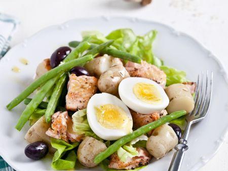 Kartoffel-Bohnen-Salat mit Lachs, Ei und Oliven