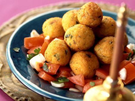 Rezept: Kartoffel-Bulgur-Klößchen auf arabische Art mit Tomatensalat