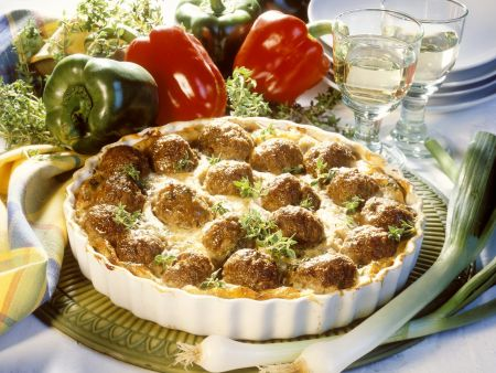 Kartoffel-Fleischbällchen-Auflauf mit Lauchzwiebeln