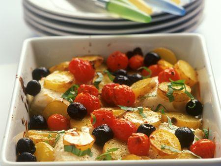 Kartoffel-Kabeljau-Gratin mit Kirschtomaten und Oliven