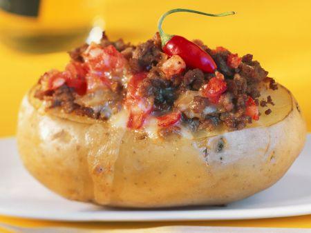 Kartoffel mit scharfer Hackfleischfüllung