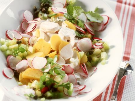 Kartoffel-Radieschen-Salat mit Gurke und Wasserkresse