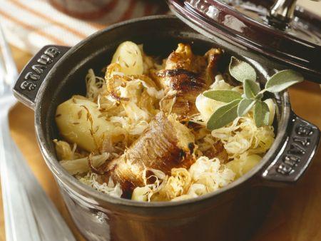 Rezept: Kartoffel-Sauerkraut-Eintopf mit Schweinefleischrouladen