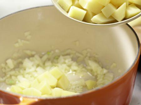 Kartoffelcremesuppe: Zubereitungsschritt 2