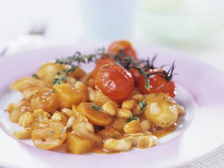 Kartoffeleintopf mit Bohnen und Cherrytomaten