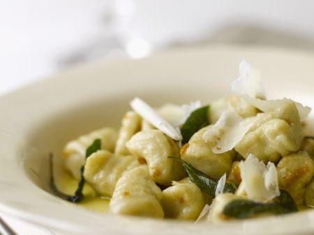 Kartoffelgnocchi mit Salbei und Parmesan