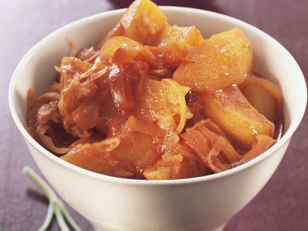 Kartoffelgulasch mit Sauerkraut