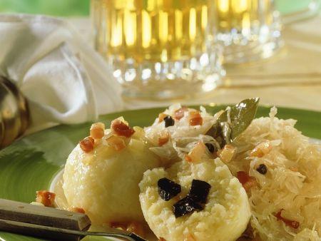 Kartoffelklöße mit Sauerkraut