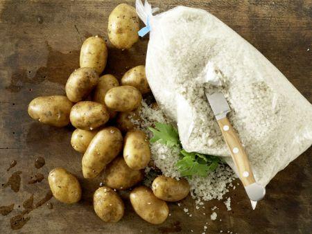 Kartoffeln in der Salzkruste: Zubereitungsschritt 1