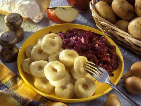 Kartoffelnudeln mit Krautsalat