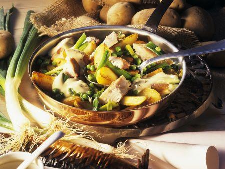 Kartoffelpfanne mit geräucherter Makrele und Senfsoße