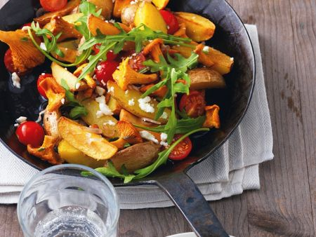 Kartoffelpfanne mit Pfifferlingen und Tomaten