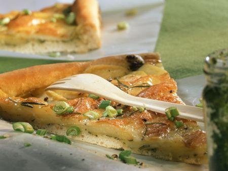 Kartoffelpizza mit Lauchzwiebeln