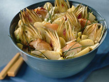Kartoffelsalat mit Artischocken und Meeresfrüchten