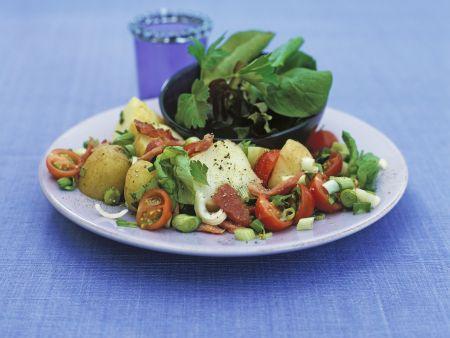 Kartoffelsalat mit Kirschtomaten und Speck