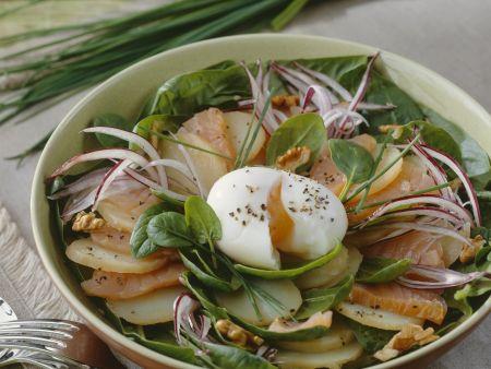 Kartoffelsalat mit Lachs und Ei
